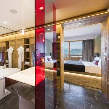 Spectacular Room and Bathroom