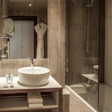 Bathroom (Abaca Press)