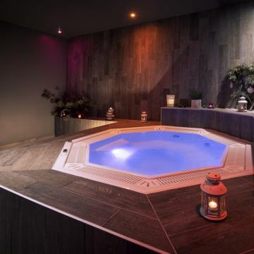 Jacuzzi (Abaca Press)